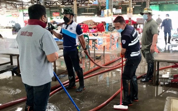 วันที่ 9 กันยายน 2564 เทศบาลตำบลป่าอ้อดอนชัย ล้างทำความสะอาดตลาดร่องขุ่น